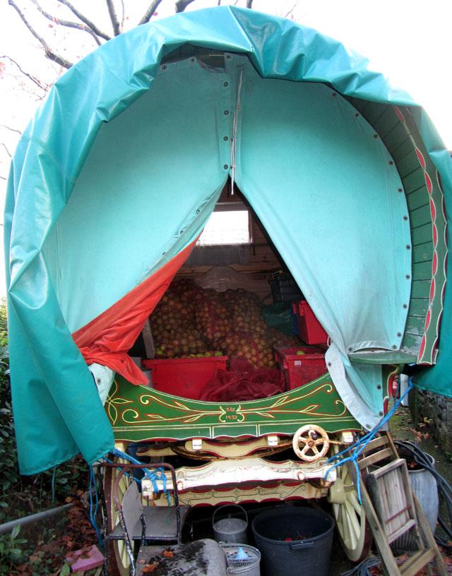 caravan 001 small